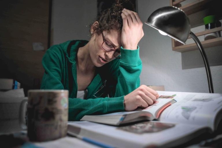 Medizinstudium verzweifelt beim Lernen